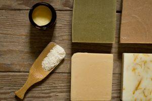 photo de savons et baume petit grain