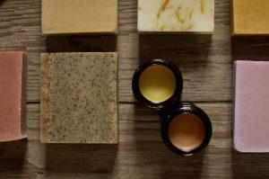photo de savons petit grain et baumes