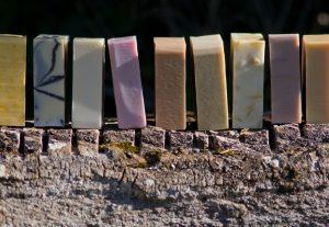 photo artistique de savons petit grain