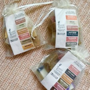 petit grain savonnettes sachet transparent assortiment calendula nature argile benjoin palmarosa ortie menthe naturel